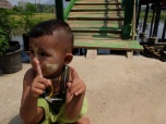 Un petit Birman qui est venu jouer à coté de moi (et sur moi) pendant que prenais des photos, toutes le photos sont floues !